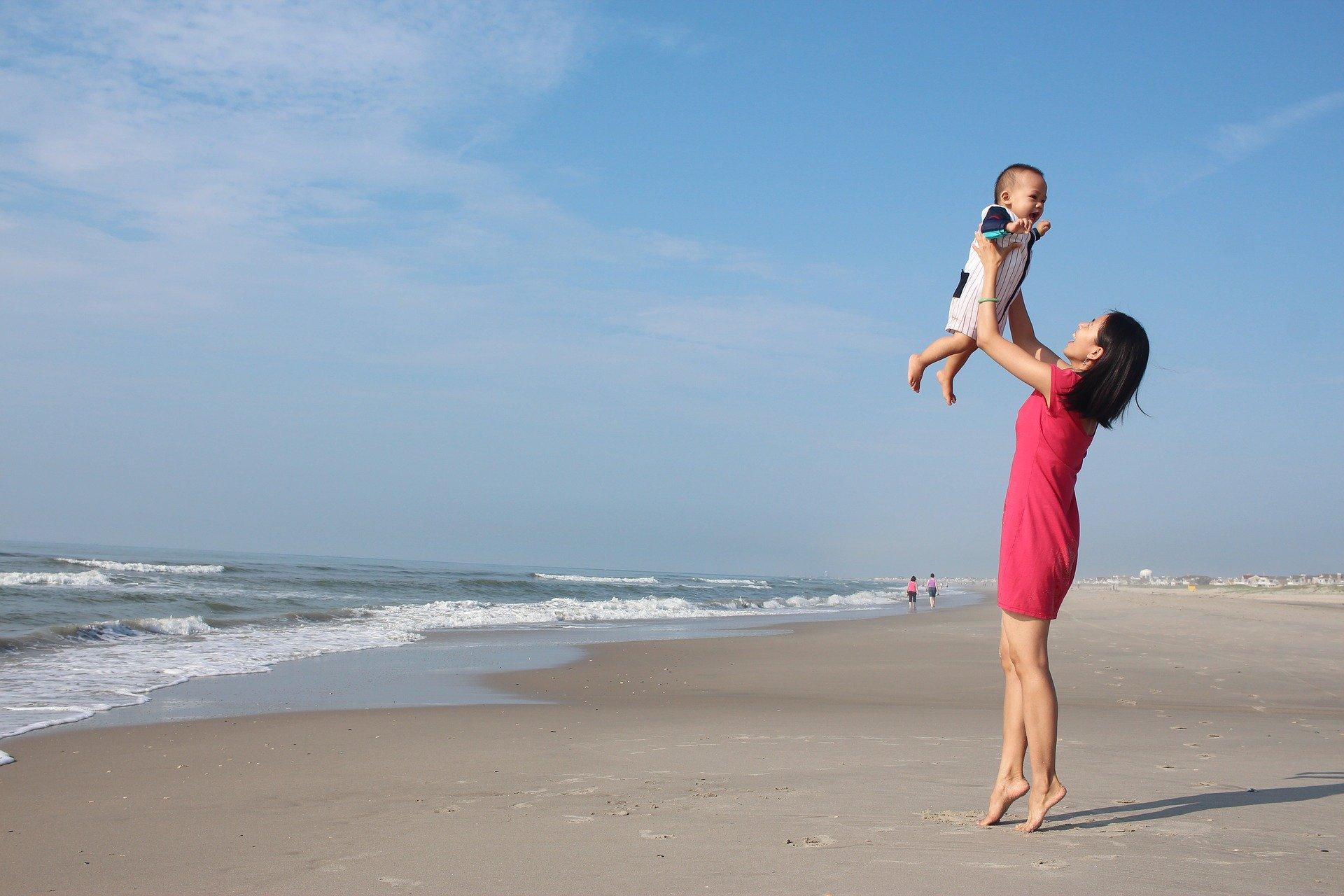 母乳ママでも外出したい!授乳口付きのブラウス2選を紹介