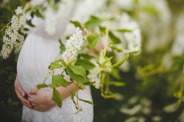 産前産後のママに!ママの声から生まれた可愛い花柄ハーフトップ